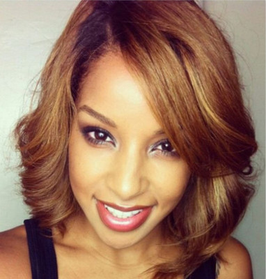 "14"" Wavy Medium Bob Wigs For African American Women The Same As The Hairstyle In The Picture"