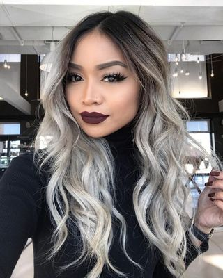 24 Inch Wavy Gray Wigs For African American Women The Same As The Hairstyle In The Picture id