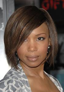 10 Inch Bob With Bangs Wigs For African American Women The Same As The Hairstyle In The Picture